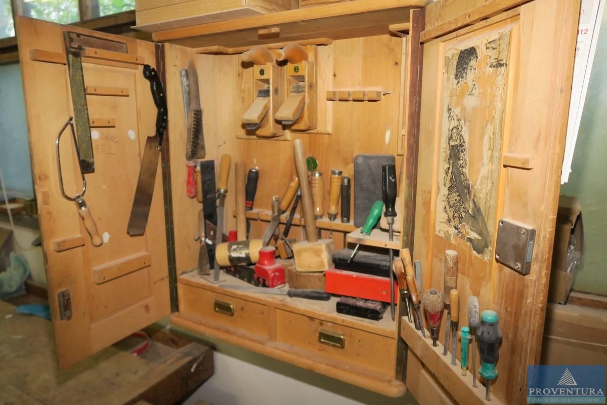 tischler-werkzeugschrank holz   proventura online-auktion